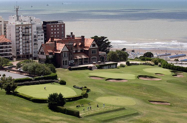 Golf con vista a la playa