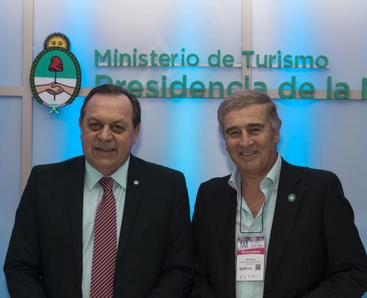 Queremos llegar con internet a todos los destinos turísticos del país: firmamos convenio con Comunicaciones